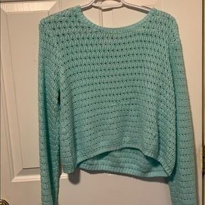 Cropped knitted long sleeve shirt